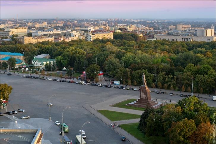 Памятник Ленину в Харькове на площади Свободы