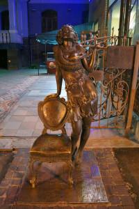 Памятник Эллочке 12 стульев Харьков