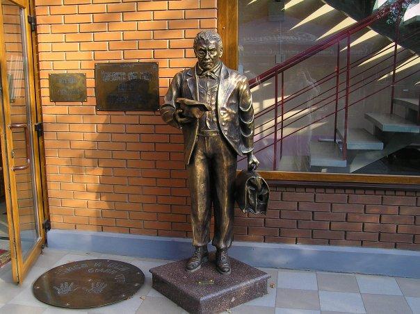 Памятник Ипполиту Матвеевичу (Кисе) Воробьянинову Харьков