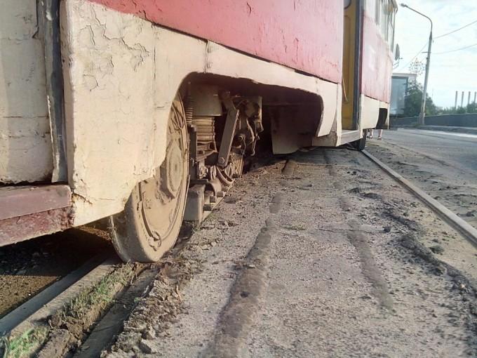 В Харькове трамвай снова сошел с рельс (2)