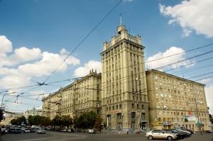 Павловская площадь, Дом со Шпилем