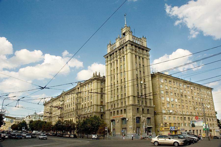 дом со шпилем в Харькове