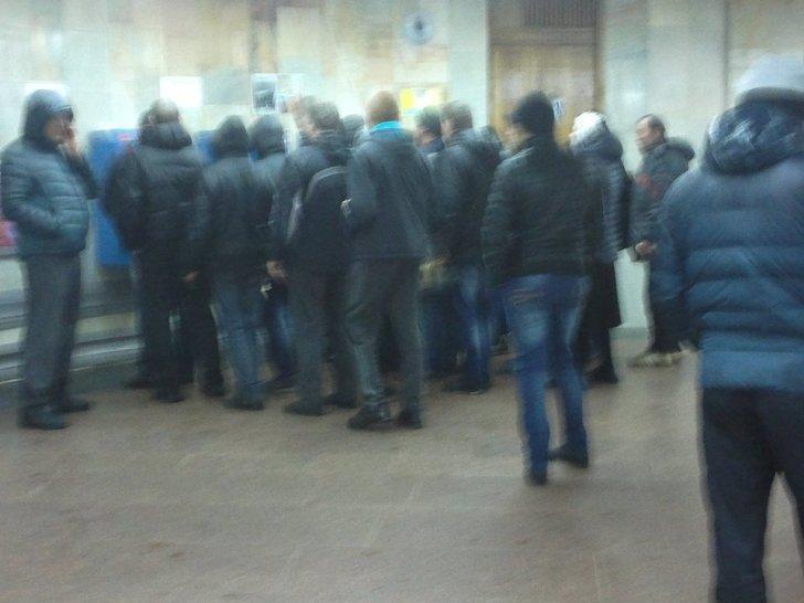 """защитники"" в метро"