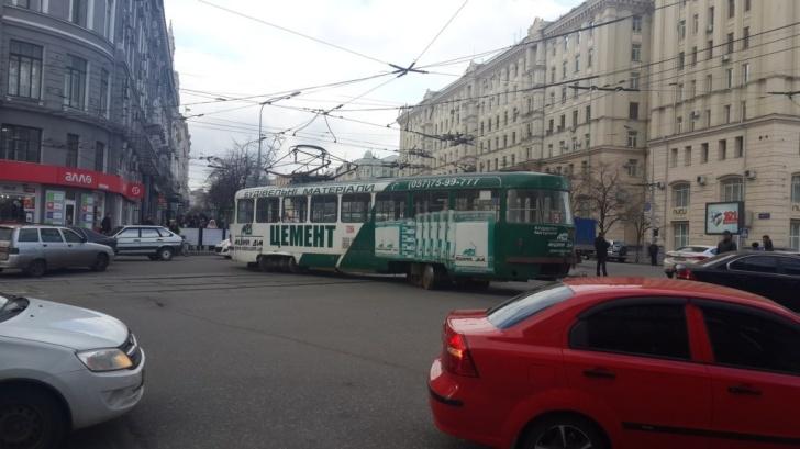 Трамвай сошел с рельс Харьков 2014.04.01