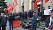 Здание ХОГА захвачено пророссийскими активистами, апрель 2014 года.