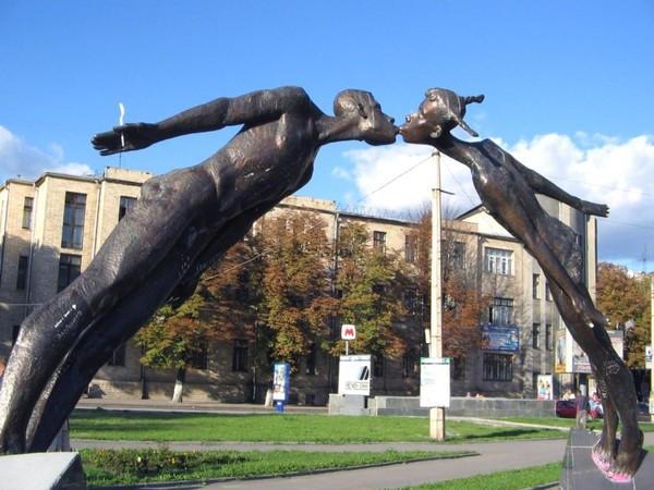 Памятник влюбленным Харьков