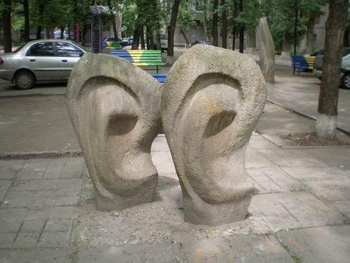 Памятник ушам, Харьков