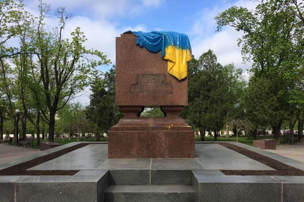 Вечный_огонь_желто-синий