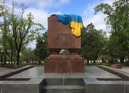 Вечный_Огонь_в_желто_голубых_красках