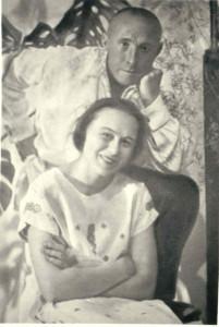 """Иван Днипровский и Мария Пилинская в своей квартире в доме """"Слово"""""""