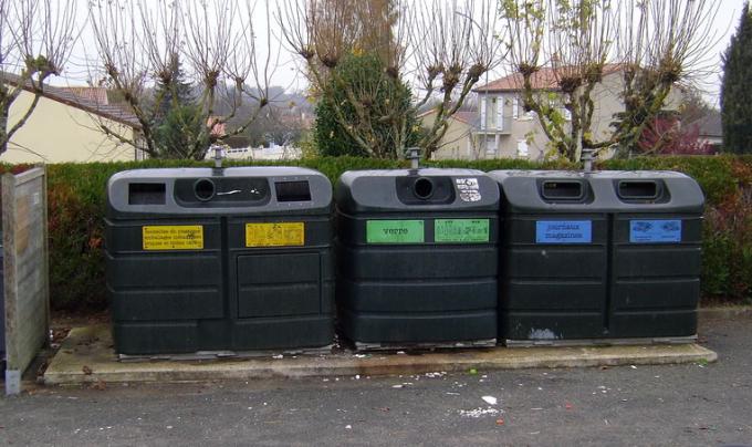 Мусорные баки французской глубинки. Фото: Селюнин Сергей.