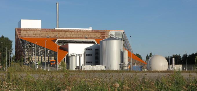 Один из трех мусоросжигательных заводов Вены (Австрия) с установкой по сбору биогаза.