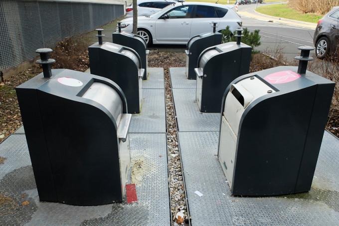 Подземные мусорные баки в Швейцарии для раздельного сбора отходов.