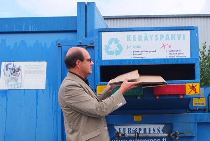 "Пункт сбора мусора у супермаркета ""Призма"" в городе Лаппеентранте (Финляндия)."