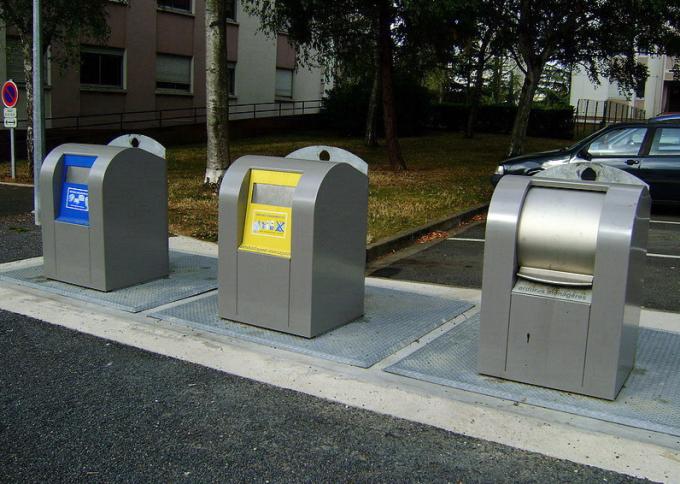 Раздельный сбор мусора во Франции. Фото: Селюнин Сергей.