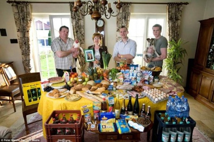 Люксембург: семейство Kuttan-Kasses из Erpeldange относят 298 фунтов. Фото: Питер Менцель.