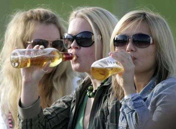 подростки-пьют-алкоголь-