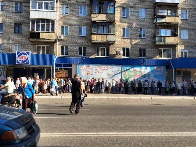 Обычная очередь в обычный магазин АТБ. Фото из соцсети.