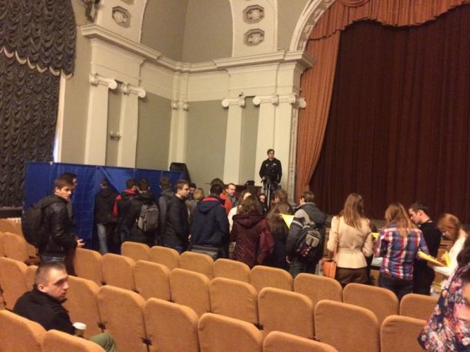 Пока на улице протест, в самом ХНУРЭ выборы в университетский сенат идут полным ходом. Фото: «Громадське. Харкiв».