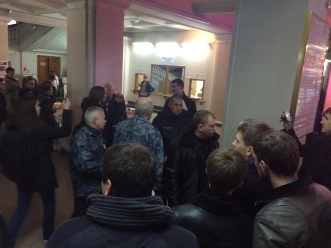Конфликт с охранниками. Фото: «Громадське. Харкiв».