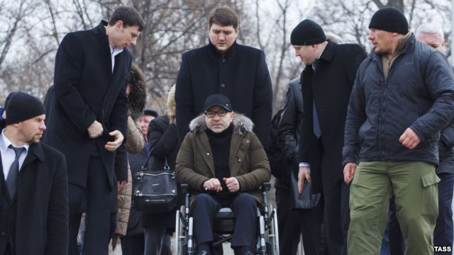 Геннадий Кернес приехал на место убийства Юрия Димента, 26 февраля 2016 года. Фото: «Радіо Свобода».