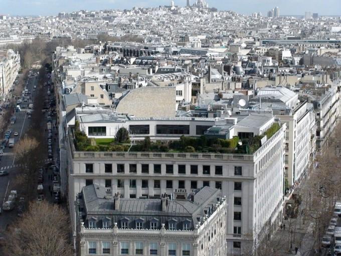 Париж, здание неподалеку от Триумфальной Арки. Фото: europe-today.ru