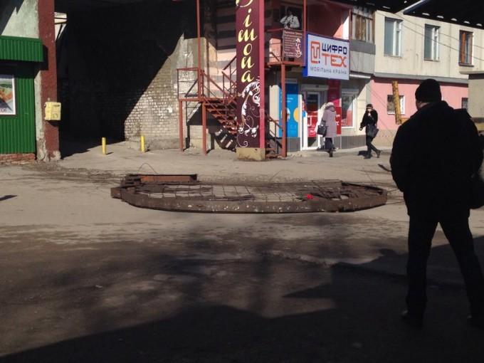 Демонтаж профиля Ленина в городе Первомайский. Фото: Игорь Малов/vk.com/h_kharkov