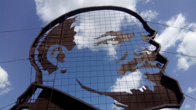 Первомайский лишился профиля «вождя». Фото: www.mediaport.ua