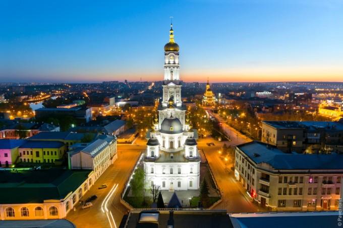 Александровская колокольня Успенского собора и Благовещенский собор (на заднем плане). Автор фото: Павел Иткин.