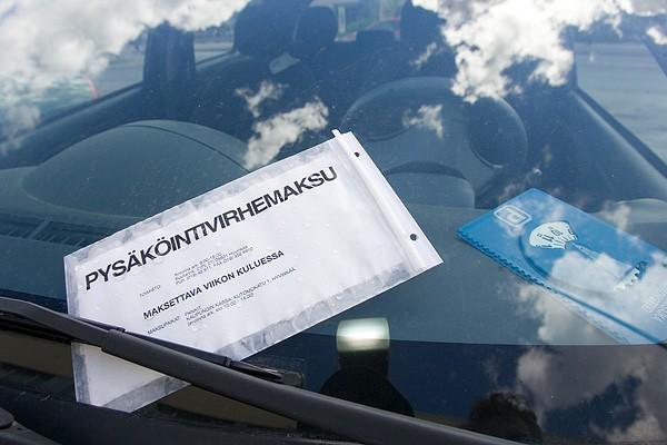 Правительство Финляндии приняло решение о повышении штрафов за неправильную парковку, чтобы успешно бороться с русскими водителями, которые постоянно нарушают правила парковки. Украине не мешало бы последовать финскому примеру, но для борьбы со своими автохамами. Фото: eurotourmagazine.ru