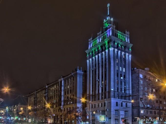 Харьковский Дом со шпилем на площади Конституции. Фото: pikabu.ru