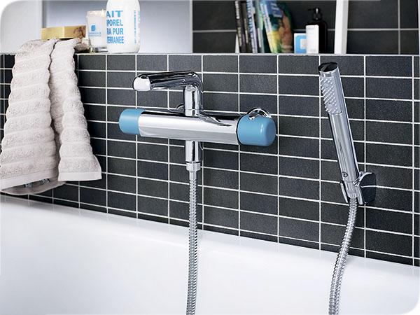 Термостатический смеситель в ванной комнате. Фото: ml-dom.ru