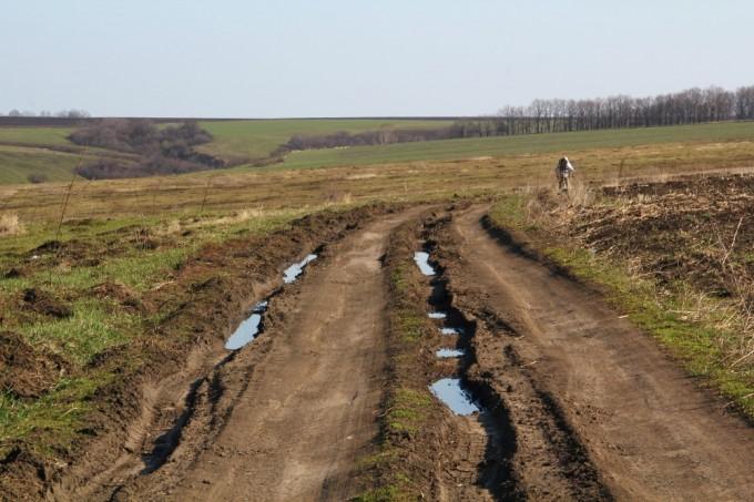 Обратный путь. Позади село Черняки, впереди Харьков.
