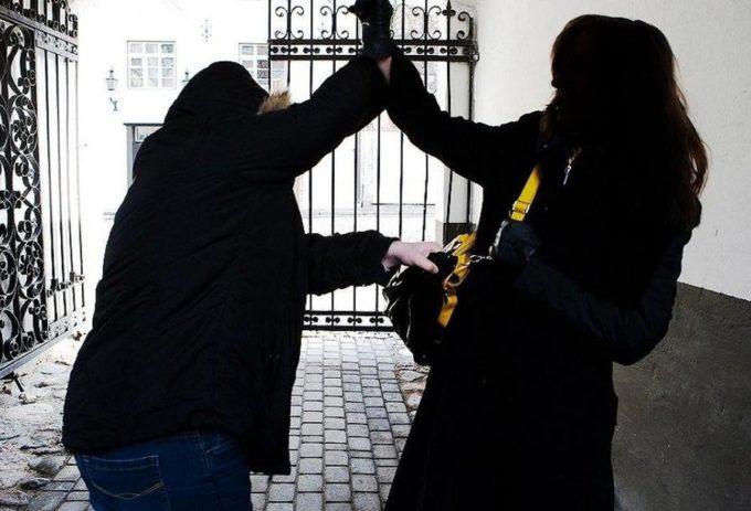 нападение на женщину