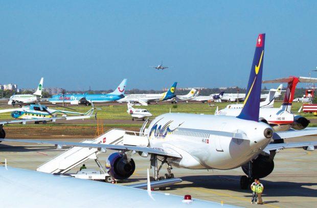 Сообщение обомбе наборту самолета ваэропорту Харькова оказалась ошибочной