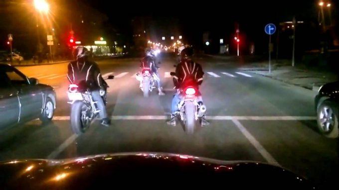 ночные мотогонки