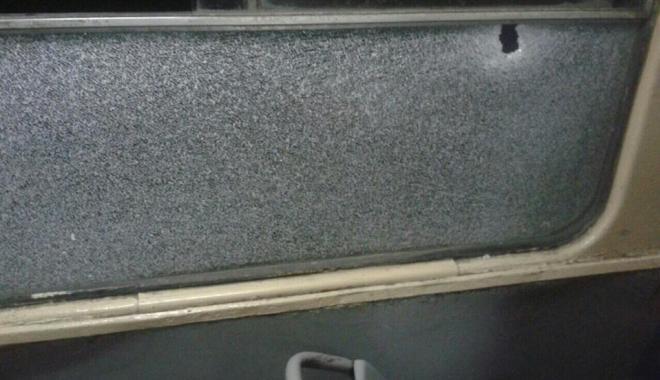 дырка в окне трамвая