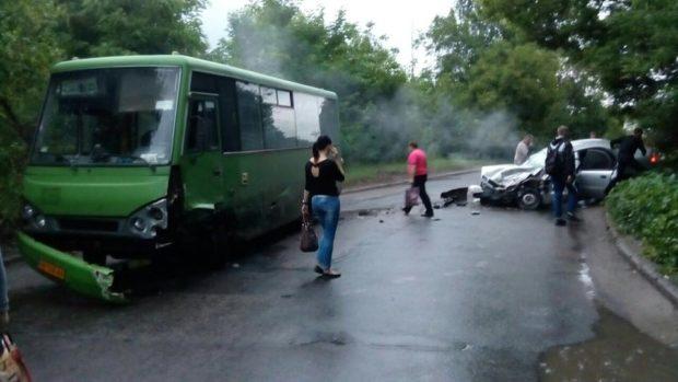 ДТП сучастием маршрутки: двое погибших
