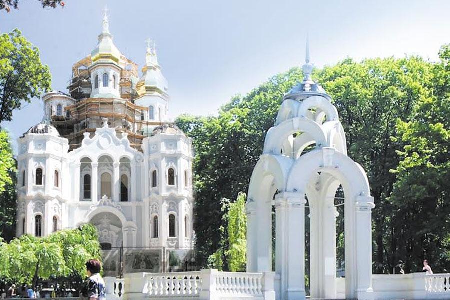 зеркальная струя и храм