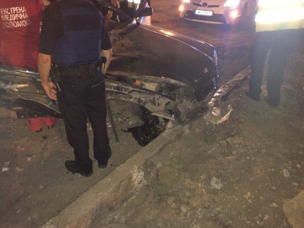 ВХарькове «BMW» влетел вотбойник: двое погибших