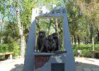 Памятник трём макакам  (Гектор, Дейзи и Роза)