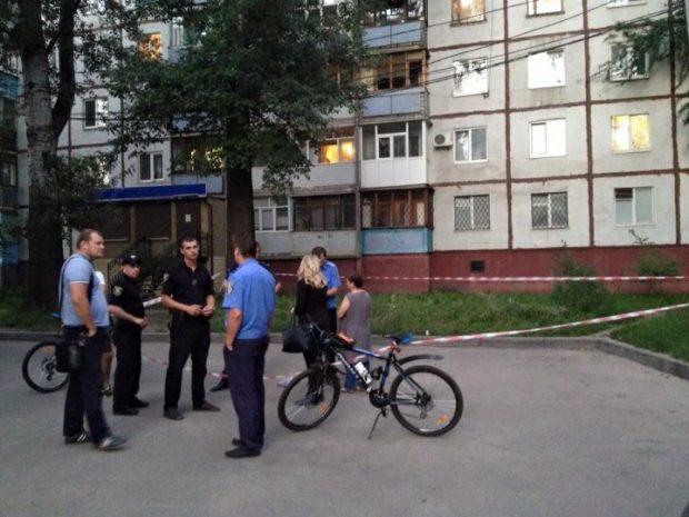 ВХарькове полицейский задержал троих мужчин— застрельбу