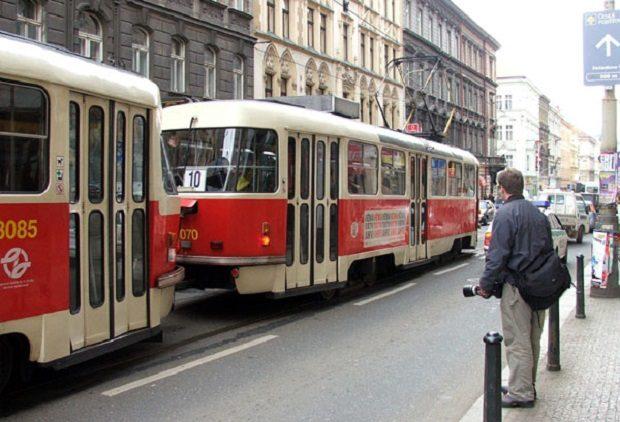tramvay-v-prage-T3-teatr