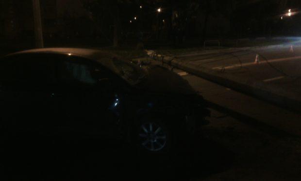 В Харькове автомобиль въехал в столб