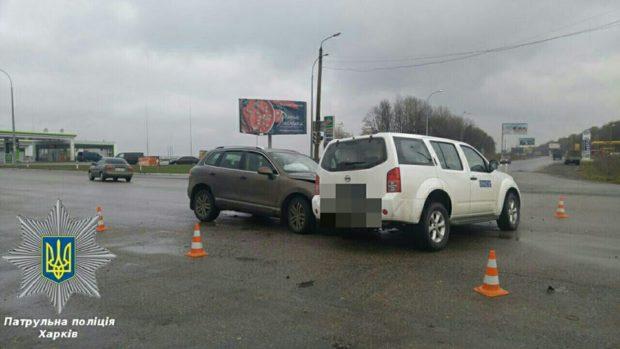 ВХарькове случилось ДТП при участии машины ОБСЕ, есть пострадавшие