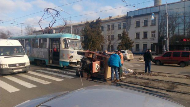 трамвай трактор дтп авария