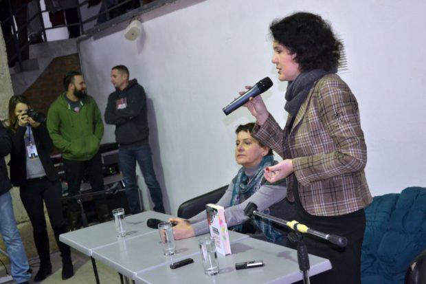 Письменниця Оксана Забужко і модератор зустрічі, літературний критик Тетяна Трофименко