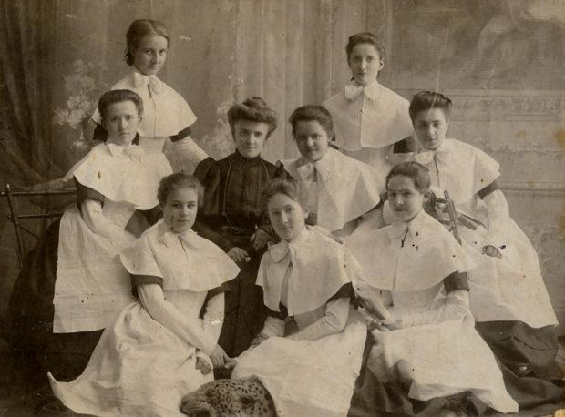 воспитанницы института благородных девиц