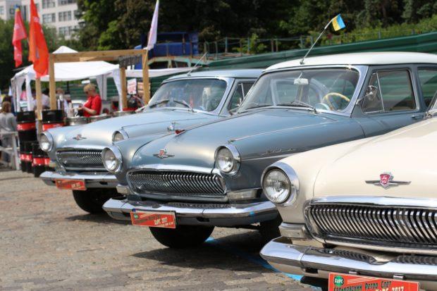 Харьковские автолюбители провели маёвку на Площади Свободы.