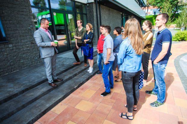 Максим Бахматов проводит экскурсию для журналистов на Unit.city